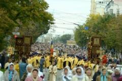 Kursko-korennaya-v-Belgorode-krestnyi-xod