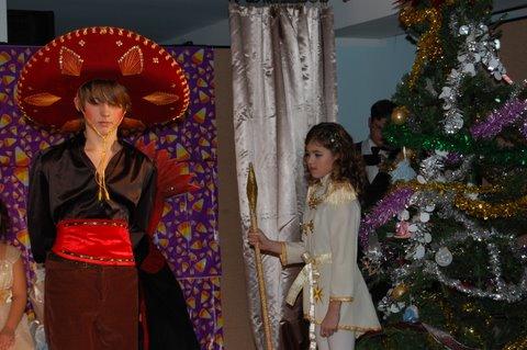 Выступление театра приходской школы. Спектакль Щелкунчик. Рождественская елка