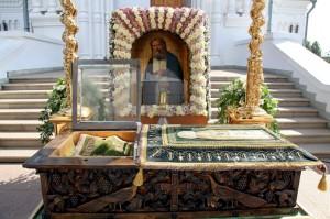 Рака с мощами преподобного Серафима Саровского