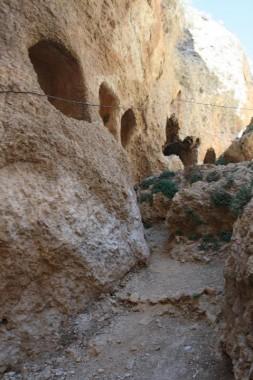 Пещеры возле монастыря Святой Феклы