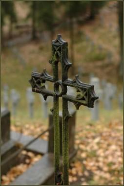 Крест на могиле православного христианина – молчаливый проповедник блаженного бессмертия и воскресения
