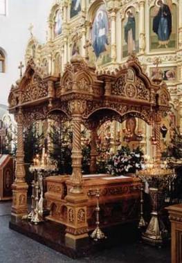 Рака с мощами священномучеников Александра и Феодора в Казанском храме г.Реутова. Источник: reutov-hram.ru