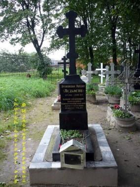 Могила архиепископа Михаила на Никольском кладбище