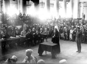 Митрополит Вениамин на заседании Петроградского ревтрибунала. 1922 г.