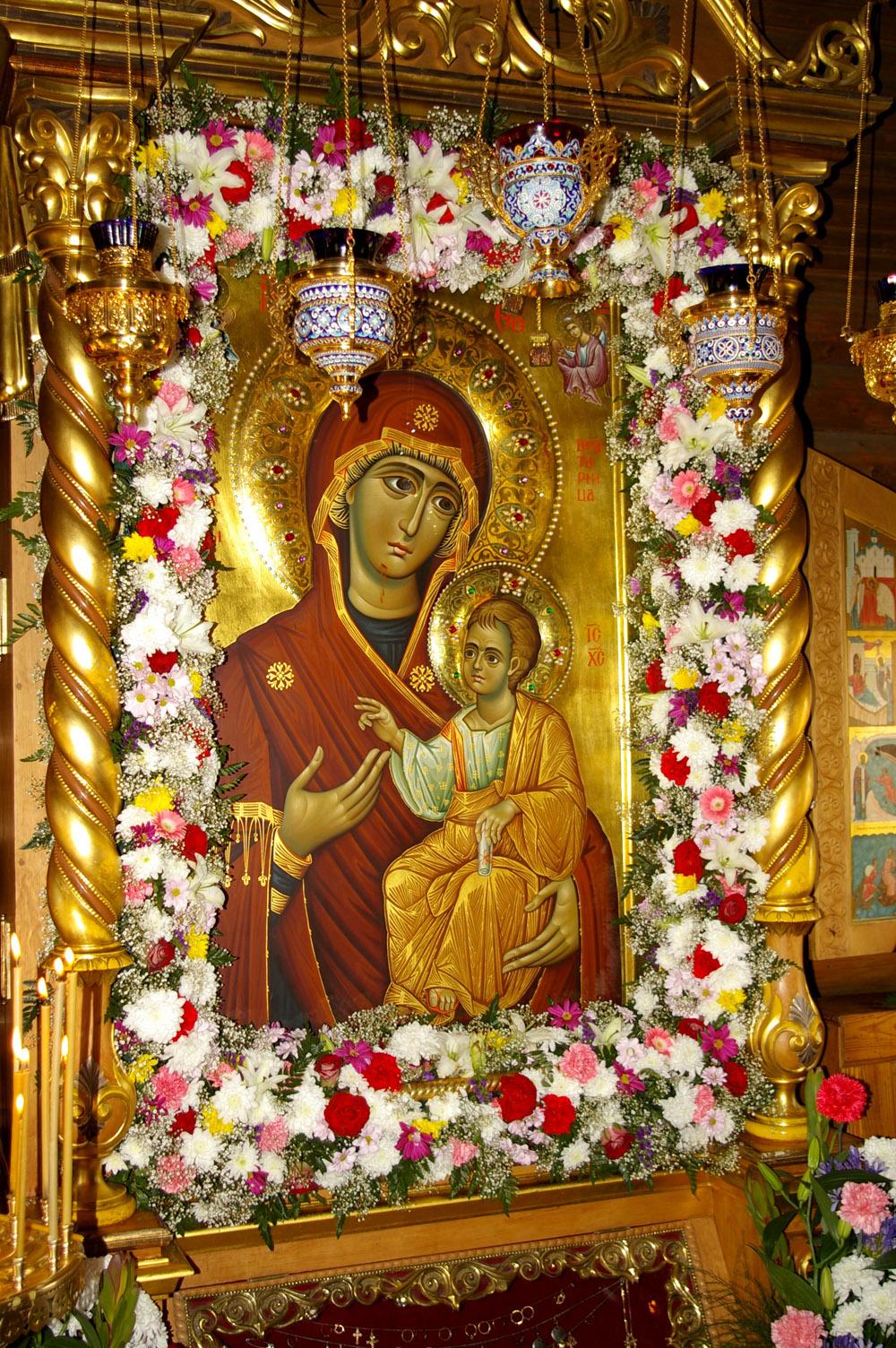 Иверская икона Пресвятой Богородицы ...: brooklyn-church.org/iverskaya-ikona-presvyatoj-bogorodicy.html