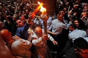 ХРИСТОС ВОСКРЕСЕ ! ВОИСТИНУ ВОСКРЕСЕ ! Сошествие Благодатного Огня-это настоящее чудо от и во славу ГОСПОДА !