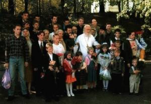 Отец Михаил с детьми
