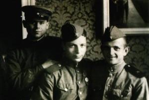 Михаил Бойко с однополчанами. 1945 г.