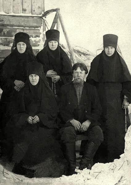 Мефодий Григорьевич Попов с родственницами, насельницами Владимирского Каменского