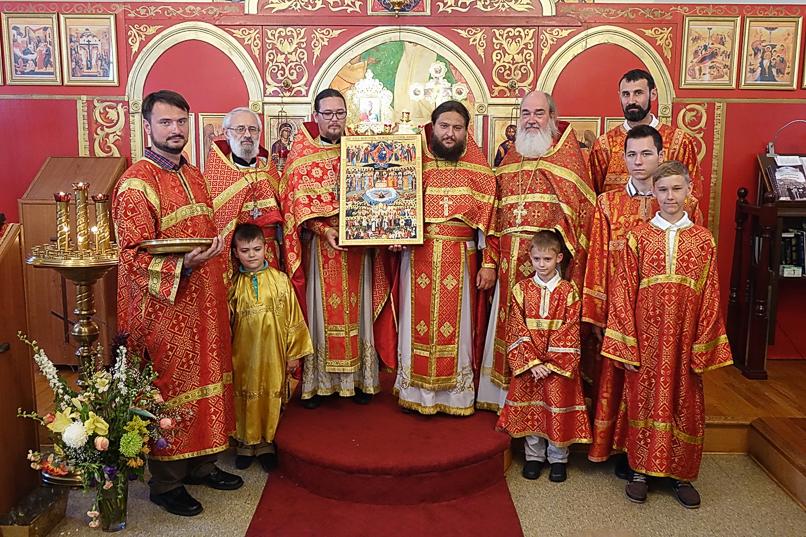 Храм свв. Новомучеников получил в дар икону своих Небесных покровителей