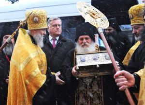 Пояс Богородицы вместе с сопровождавшим его архимандритом Ефремом Ватопедским прибыл в Россию