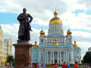 Cаранск. Кафедральный собор, соборная площадь, памятник адмиралу Ушакову