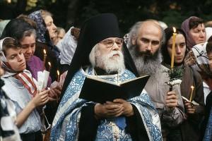 Отец Иоанн Крестьянкин с паствой