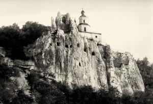 Святогорская скала с церковью святителя Николая после войны
