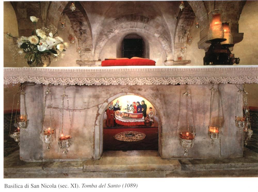 Sviatoi-prestol-nad-moshchami-sviatitelia-Nicolaia_Bari_Italiia