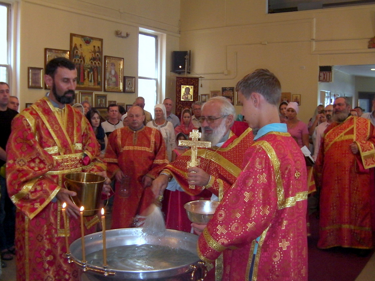 Празднование изнесения Честнаго Животворящего Креста Господня