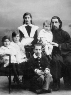 Диакон Вячеслав Луканин с семейством