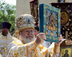 Традиционно после праздничной Литургии состоялся крестный ход с Курской Коренной иконой