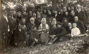 Святой Патриарх Тихон с огородниками в Троице-Голенищево. 1921 г.