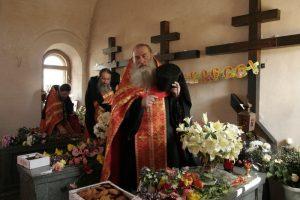 Иеромонах Михаил с братией в часовне новомучеников