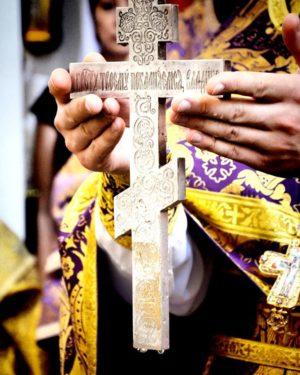 Кресту́ Твоему́ покланя́емся, Влады́ко, / и свято́е Воскресе́ние Твое́ сла́вим