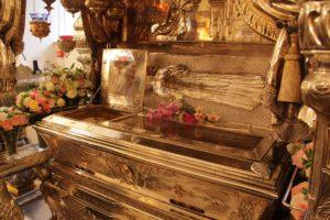Мощи святой старицы Матроны Московской в Покровском монастыре